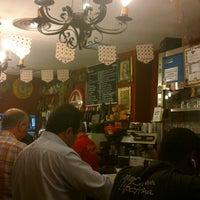 Foto tomada en Restaurante Bar León por Maria Luisa R. el 5/27/2013