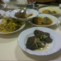 Photo taken at Restoran Simpang Raya by Risko P. on 7/19/2014