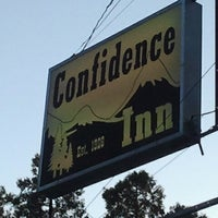 Foto diambil di Confidence Inn oleh John K. pada 7/14/2013