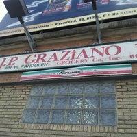 3/2/2013 tarihinde Anthony M.ziyaretçi tarafından J.P. Graziano Grocery'de çekilen fotoğraf