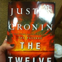 Foto diambil di Barnes & Noble oleh Jacqui R. pada 10/16/2012