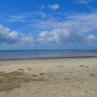 Foto tirada no(a) Praia de Paripueira por Sabrina M. em 4/8/2013