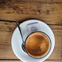 3/7/2014 tarihinde Ebru D.ziyaretçi tarafından Twins Coffee Roasters'de çekilen fotoğraf