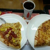 Photo taken at Pizza Hut by Evandro C. on 10/14/2014