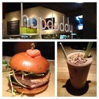 Das Foto wurde bei Hopdoddy Burger Bar von Tim L. am 11/21/2012 aufgenommen