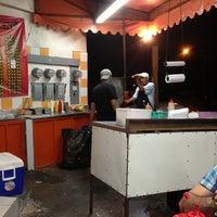 Photo taken at Tacos El Guero Baynas by Francisco G. on 8/18/2013