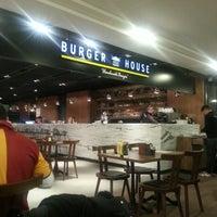 Photo taken at Burger House by Barış on 12/5/2012