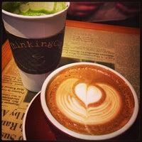 Das Foto wurde bei Thinking Cup von Jenny M. am 10/1/2014 aufgenommen