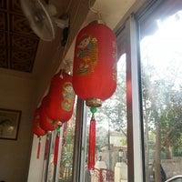 Photo taken at The Chinese Restaurant (Abu Khalil) | المطعم الصيني (أبو خليل) by Razan on 3/2/2013