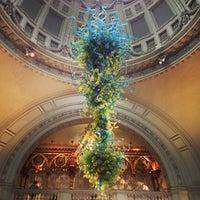 Das Foto wurde bei Victoria and Albert Museum (V&A) von Jay G. am 4/21/2013 aufgenommen