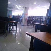 Foto tomada en Biblioteca Universidad Andrés Bello por Francisco V. el 12/2/2013