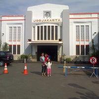 Photo taken at Stasiun Yogyakarta Tugu by Pranatalia E. on 7/14/2013