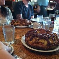 Foto tirada no(a) Oak Table Cafe por Zach T. em 4/21/2013