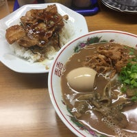 Photo taken at ラーメン東大 応神店 by Yong Yee K. on 5/3/2017
