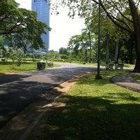 3/24/2013 tarihinde LongTimeziyaretçi tarafından Vachirabenjatas Park (Rot Fai Park)'de çekilen fotoğraf
