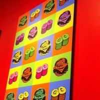 Photo prise au The Cowfish Sushi Burger Bar par Dean P. le8/31/2013