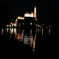 Photo taken at Masjid As-Salam (مسجد السلام) by Ishafizan I. on 5/10/2013
