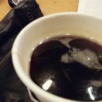 Photo taken at TOM N TOMS COFFEE by TiaJj♡ on 12/2/2014