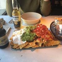 4/21/2017 tarihinde Seve Q.ziyaretçi tarafından Tierra Burrito Bar'de çekilen fotoğraf