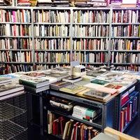 Das Foto wurde bei Bücherbogen von Pablo M. am 10/30/2013 aufgenommen