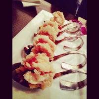 Photo taken at Osha Thai Restaurant & Bar by Aldouse H. on 11/25/2012