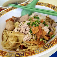 Photo taken at Hill Street Tai Hwa Pork Noodle by gerard t. on 12/21/2012