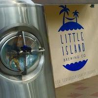 Foto tirada no(a) Little Island Brewing Co. por gerard t. em 7/17/2015