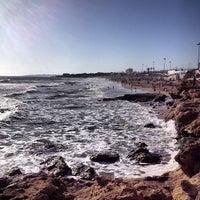 Foto tirada no(a) Praia dos Gémeos por Bruno M. em 4/13/2013
