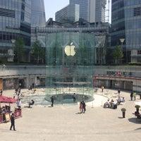 Photo taken at Apple Store by Miyuki on 4/27/2013