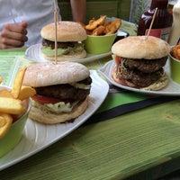 Das Foto wurde bei Rotkäppchen Burgergrill von Stefan B. am 8/6/2015 aufgenommen