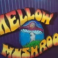Photo taken at Mellow Mushroom by Laura K. on 10/21/2012