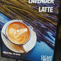 Foto tirada no(a) Le Café Coffee por Yon L. em 10/21/2016