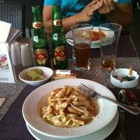 Photo taken at Liverpool Restaurante by Edgar G. on 5/15/2013