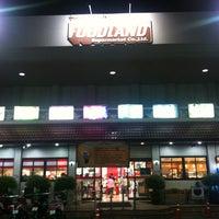Photo taken at Foodland by Saran Y. on 4/9/2013