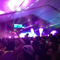 Photo taken at Medalla Light Presents : Glowstep Festival by Raymond F. on 3/17/2013