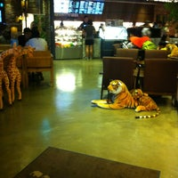 Photo taken at ZOO COFFEE by Hyun jong K. on 6/29/2013