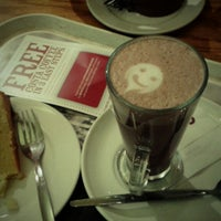 Photo taken at Costa Coffee by Eliene B. on 6/29/2013