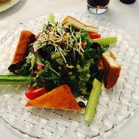 Das Foto wurde bei Ariston Restaurant von Nadine am 9/22/2017 aufgenommen