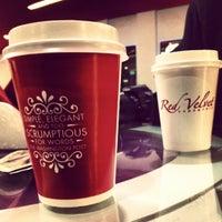 Das Foto wurde bei Red Velvet Cupcakery von Haila A. am 12/5/2012 aufgenommen