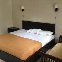 Foto diambil di Hotel Ratna oleh Andrie W. pada 10/15/2013