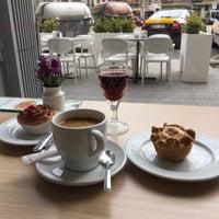 Foto tirada no(a) Amalia's Portuguese Flavours por Lu B. em 2/13/2018
