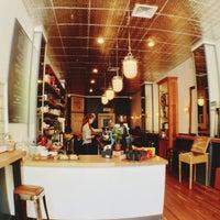 Das Foto wurde bei Café Humble Lion von Anne W. am 5/12/2013 aufgenommen