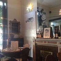 Photo taken at Raconte-Moi des Salades by Nina S. on 5/23/2014