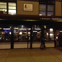 Photo prise au Vanguard Wine Bar par Stefan M. le9/17/2013