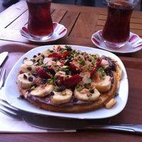 Das Foto wurde bei Beyaz Fırın von Ümmügülsüm Y. am 3/10/2013 aufgenommen