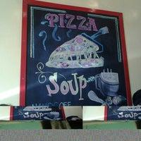 Photo taken at Handuraw Pizza by Darl R. on 4/12/2014