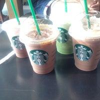 Foto tirada no(a) Starbucks por Nigel W. em 10/3/2013