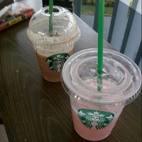 Photo prise au Starbucks par Nigel W. le10/25/2013