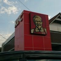Photo taken at KFC by Ishak O. on 9/20/2014