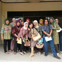 Photo taken at Fakultas Ilmu Sosial dan Ilmu Politik Universitas Mulawarman by Elvi S B. on 9/29/2012